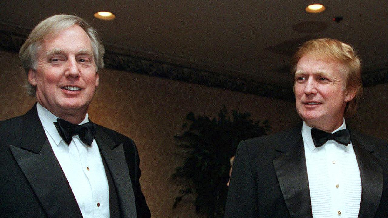 Podnikatel Robert Trump (vlevo), mladší bratr amerického prezidenta Donalda Trumpa (vpravo), zemřel v 71 letech.