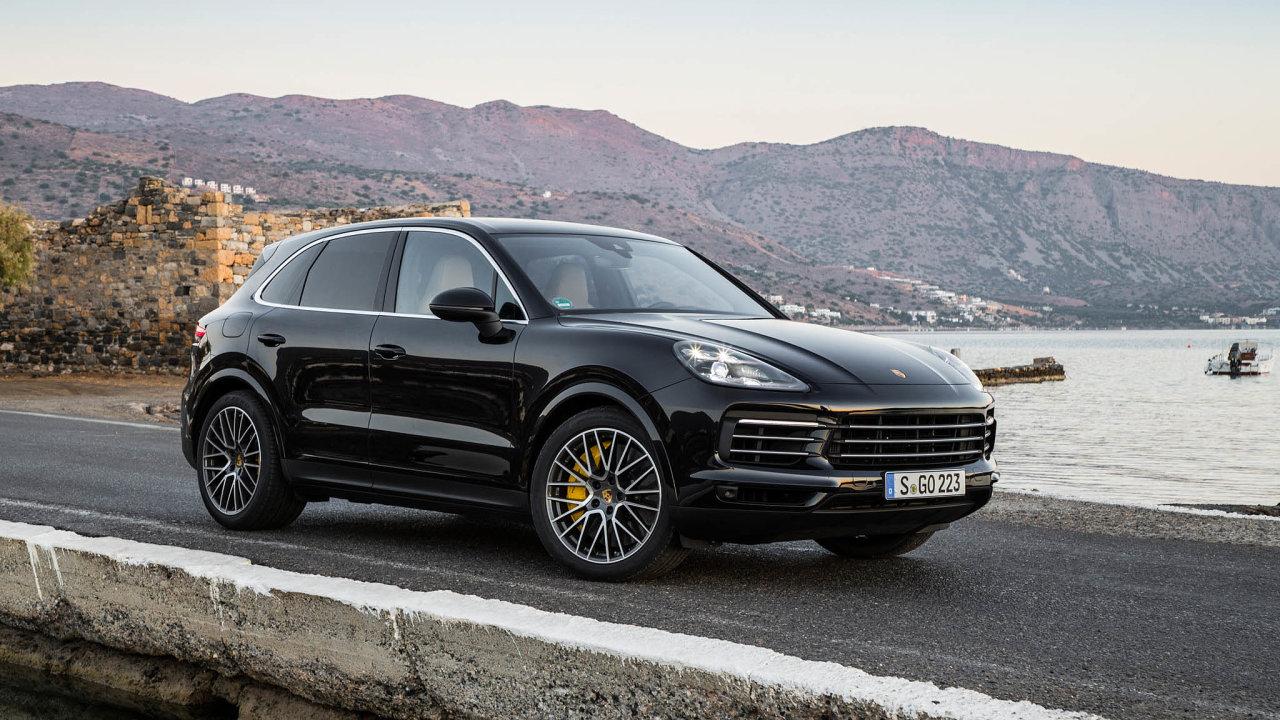 Pokud hmotnost nově koupeného auta přesáhne 1,8 tuny, zaplatí majitel zakaždé kilo navíc 10 eur. Nasnímku SUV Porsche Cayenne.