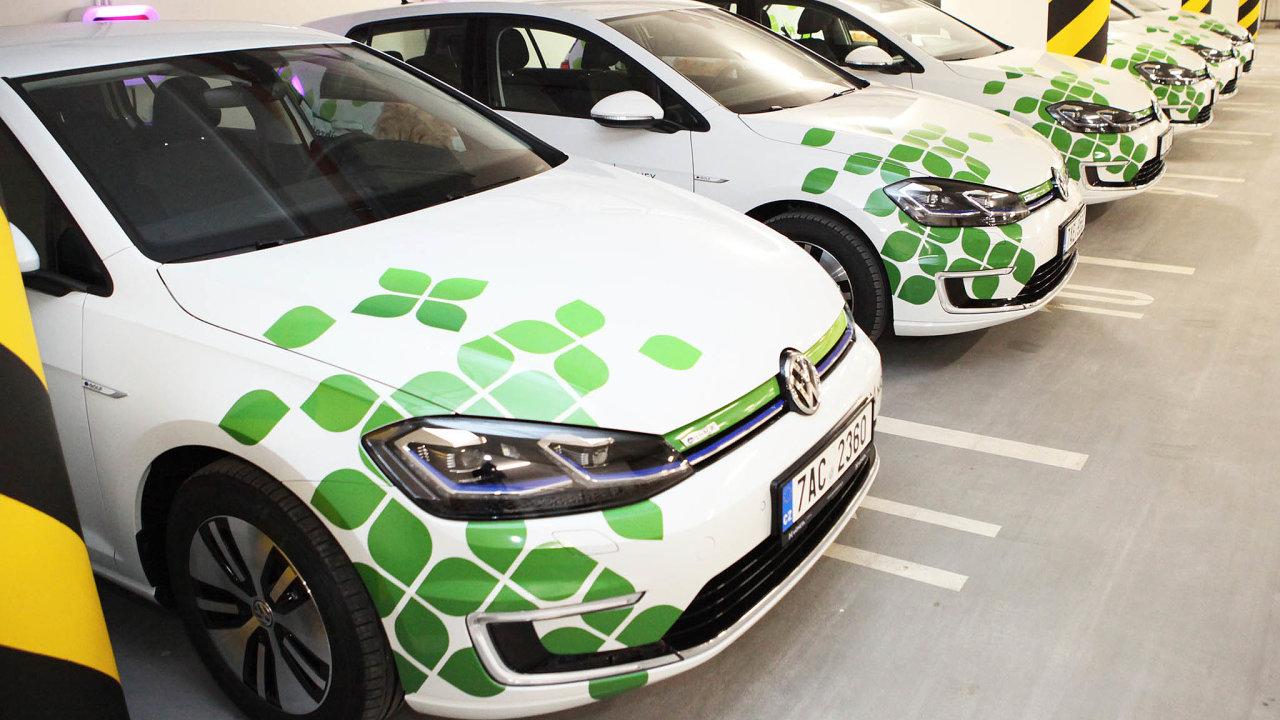 Moneta Money Bank provozuje jednu znejvětších e-flotil vtuzemsku– 80 Volkswagenů e‑Golf, což představuje třetinu všech aut.
