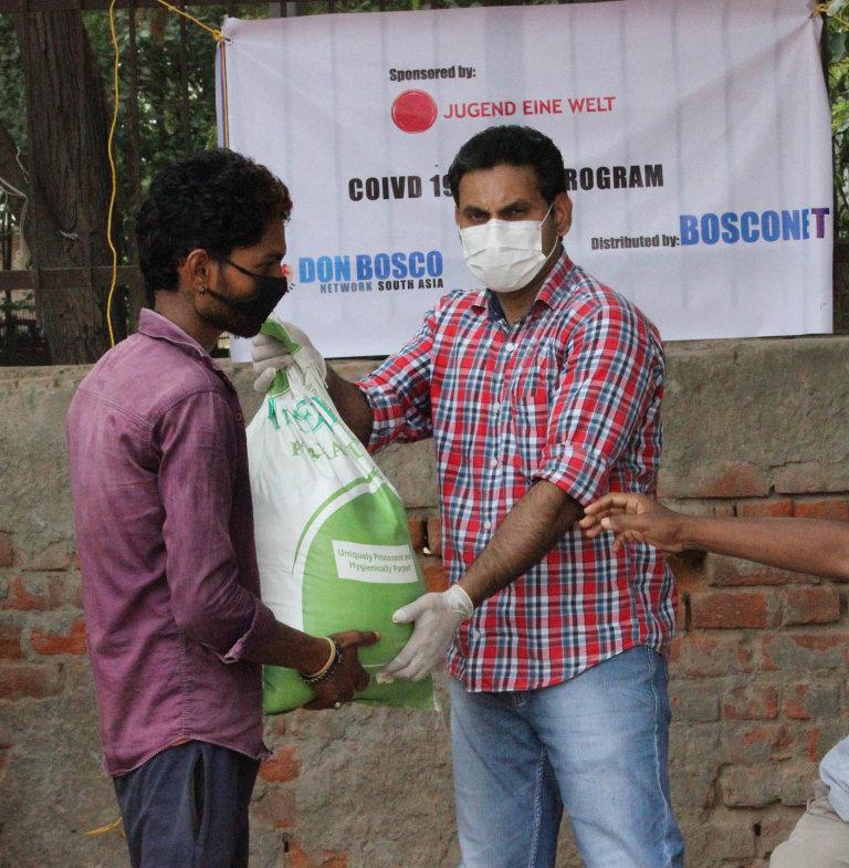 Více než dva miliony lidí obdržely pomoc v potravinových a hygienických balíčků i poradenských rozhovorů.