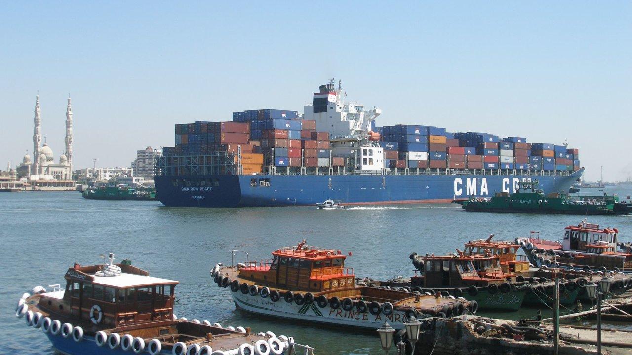 Suezský kanál je jednou z nejdůležitějších dopravních cest světa. Vybudován byl v roce 1869, poslední modernizací prošel v roce 2010.