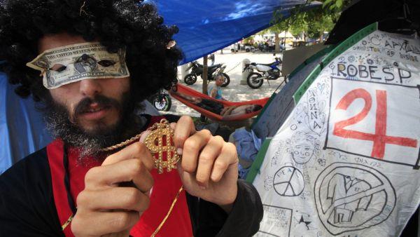 recko protest demonstrant maska dolar