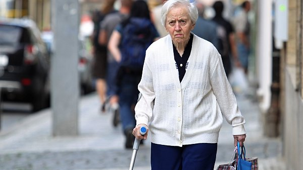Důchodci si polepší až o 300 korun měsíčně