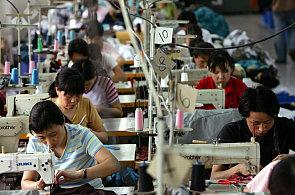Minimální mzda a výhrůžky. Oblečení pro olympioniky očima těch, kteří ho vyrábějí