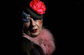 Módní klaun, nebo uznávaná odbornice? Jaká byla zbožňovaná Anna Piaggi?
