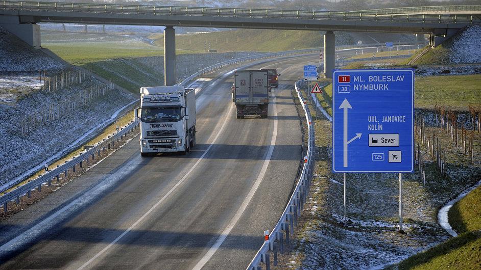 Kolín se po čtyřleté výstavbě dočkal silničního obchvatu, který má z města odvést těžkou nákladní dopravu