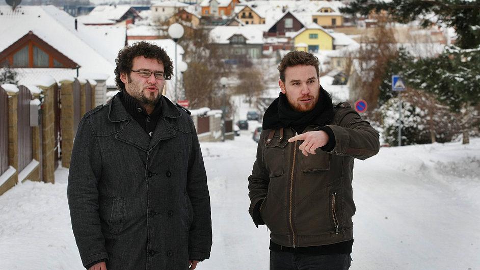 Dva ze tří autorů Stezky odvahy, Matěj Al-Ali (vlevo) a Tomáš Moravec