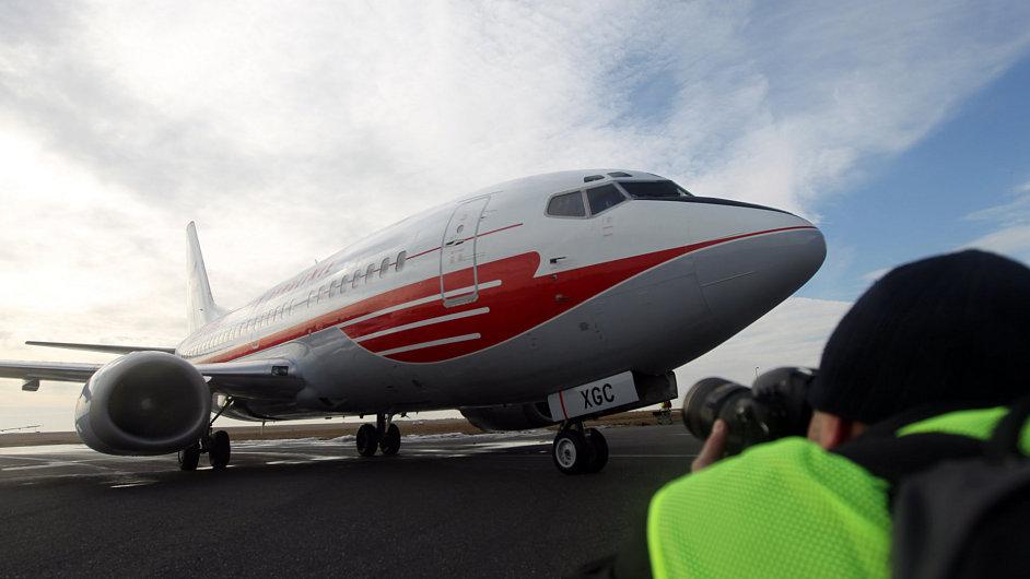 Boeing 737-500 českých aerolinií v retro barvách.