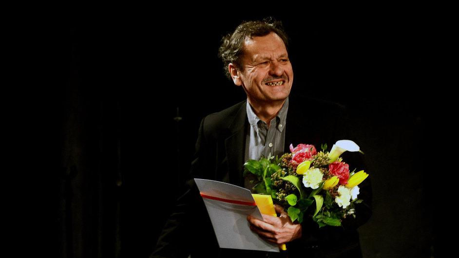 Cenu za první uvedení české hry převzal režisér Miroslav Krobot za inscenaci Briana v Dejvickém divadle.