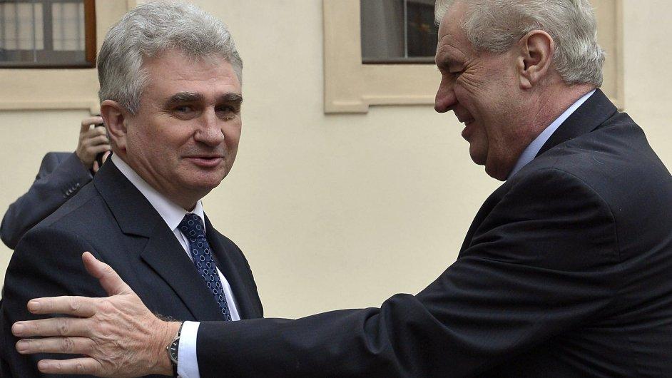 Předseda Senátu Milan Štěch vítá prezidenta Miloše Zemana v Senátu