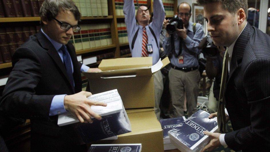 Členové amerického Kongresu ve středu obdrželi Obamův návrh rozpočtu na fiskální rok 2014.