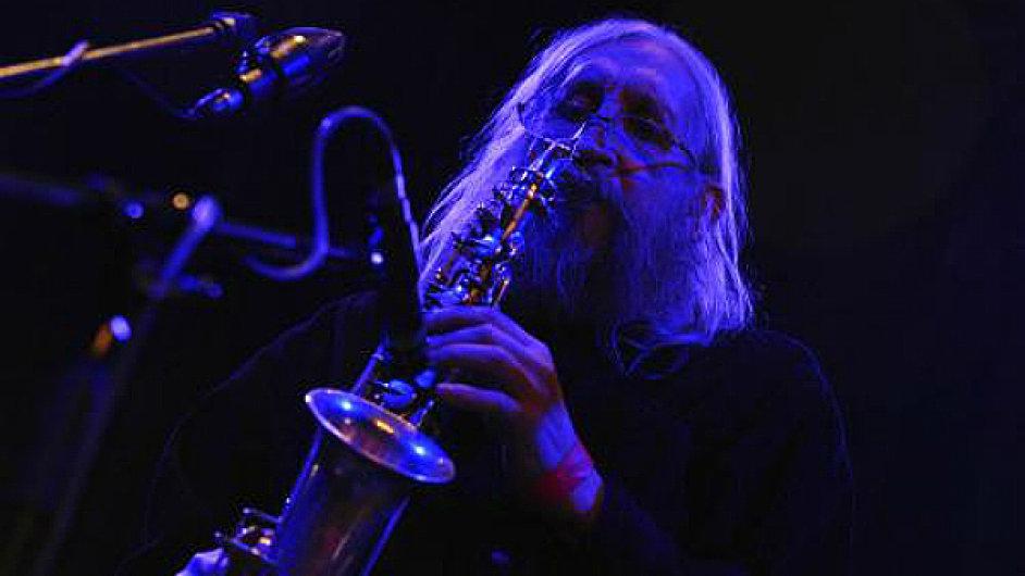 Vratislav Brabenec je básník a saxofonista Plastic People of the Universe