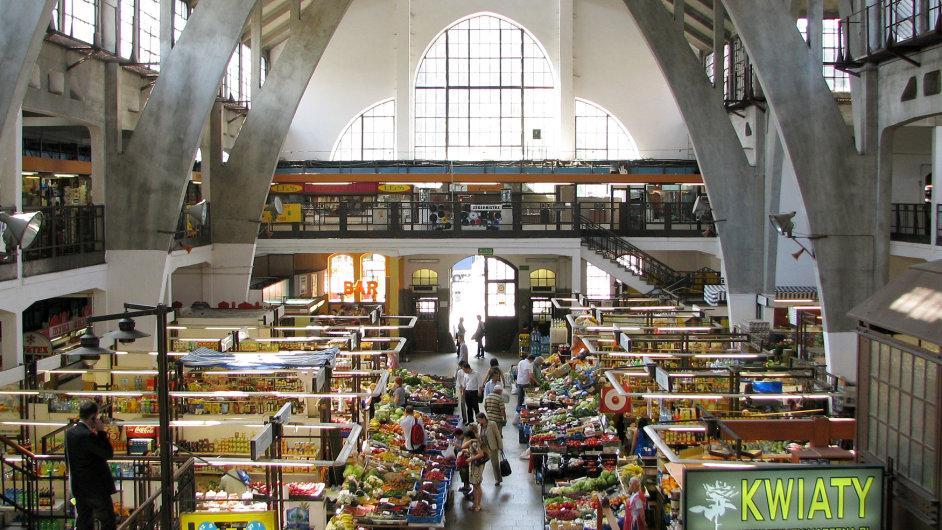 Zákazníci váhají: Polské potraviny mají špatnou pověst, zato dobrou cenu.