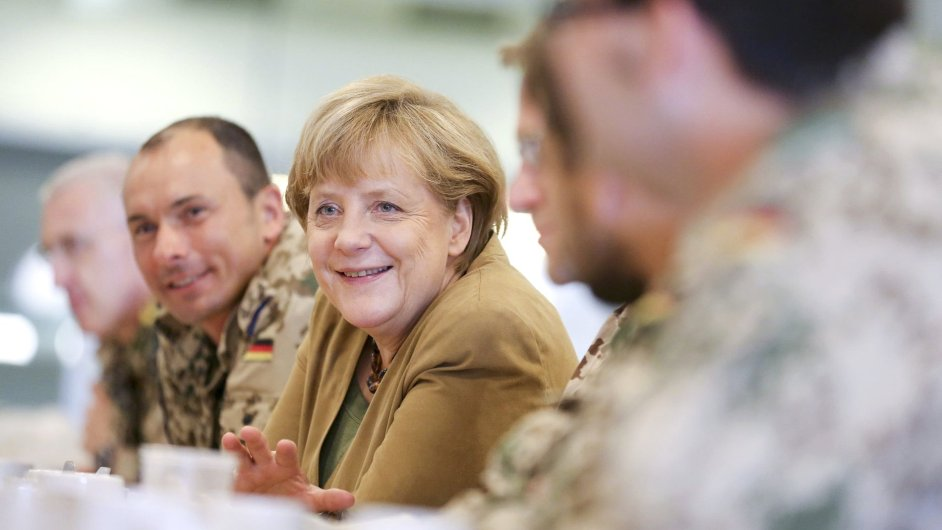 Angela Merkelová na návštěvě německých vojáků v Afghánistánu