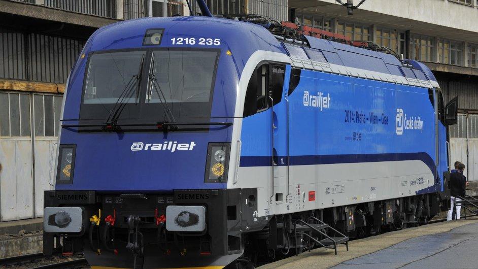 Elektrická lokomotiva Taurus v barvách Českých drah