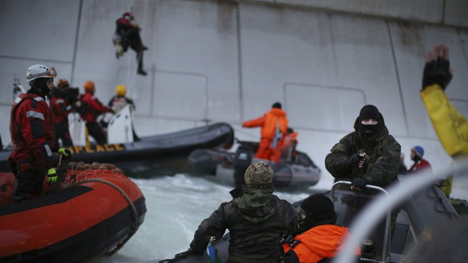 Rusové zadržují Greenpeace