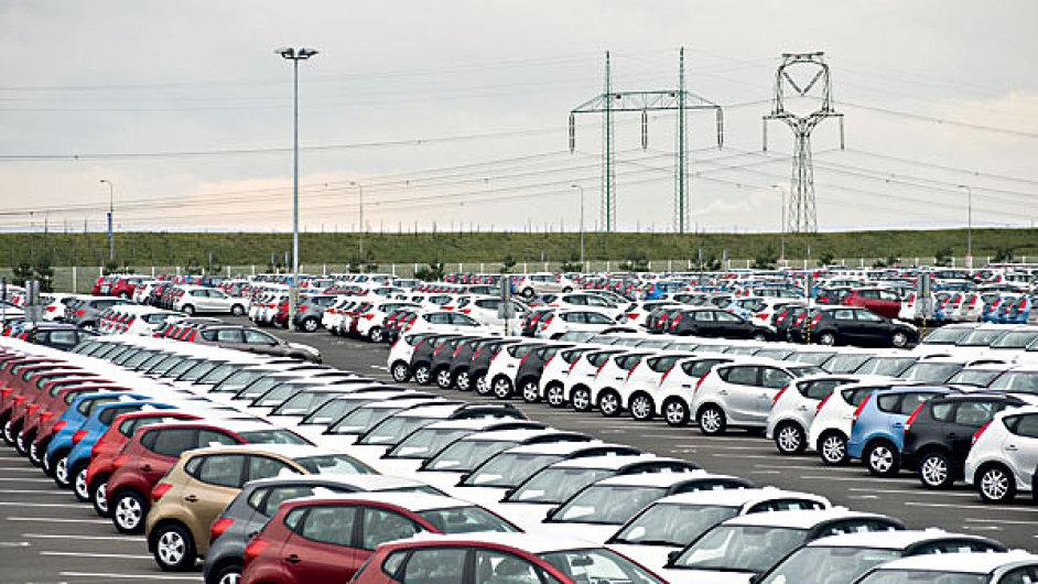 Automobilový průmysl opět táhl český export.