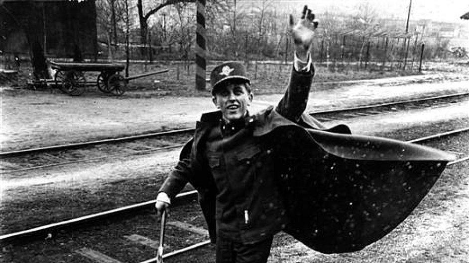 Film Ostře sledované vlaky.