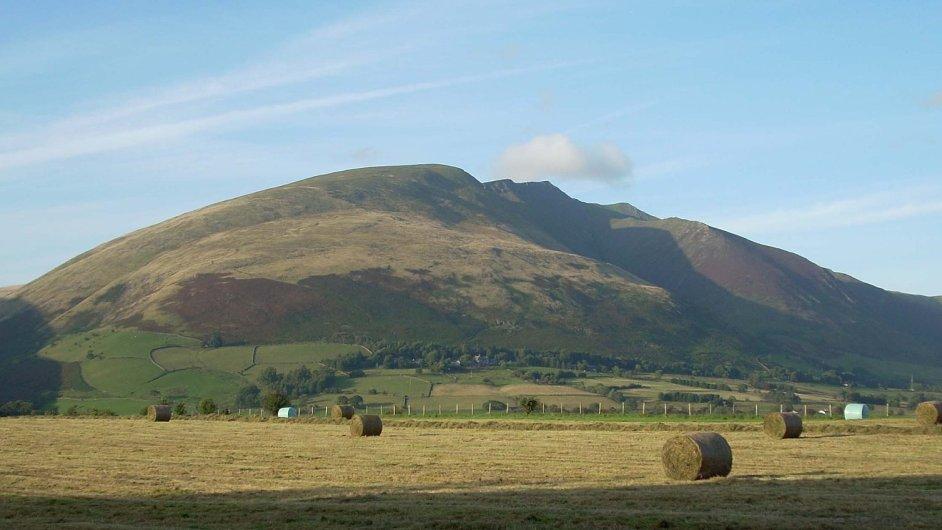 Prodávaná hora Blencathra v jezerní oblasti Lake District v Anglii.