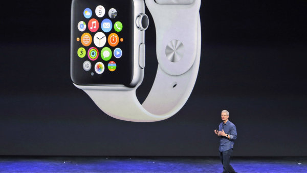Nejvyšší šéf Apple Tim Cook představil nové Apple Watch.