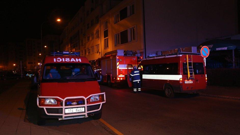 Hasiči evakuují obyvatele sídliště Kateřinka v Opavě.
