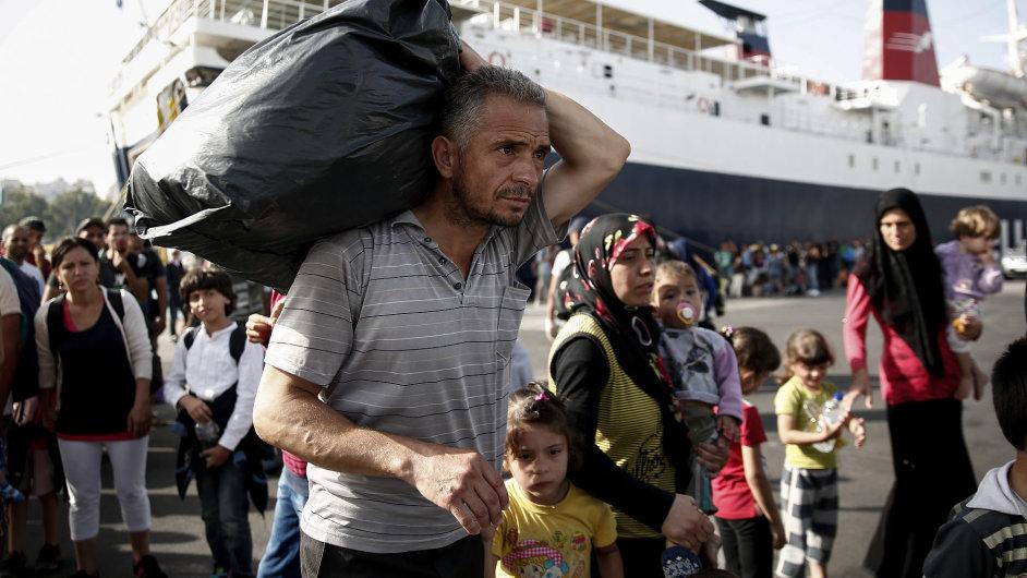 Uprchlíci v Athénském přístavu Piraeus.