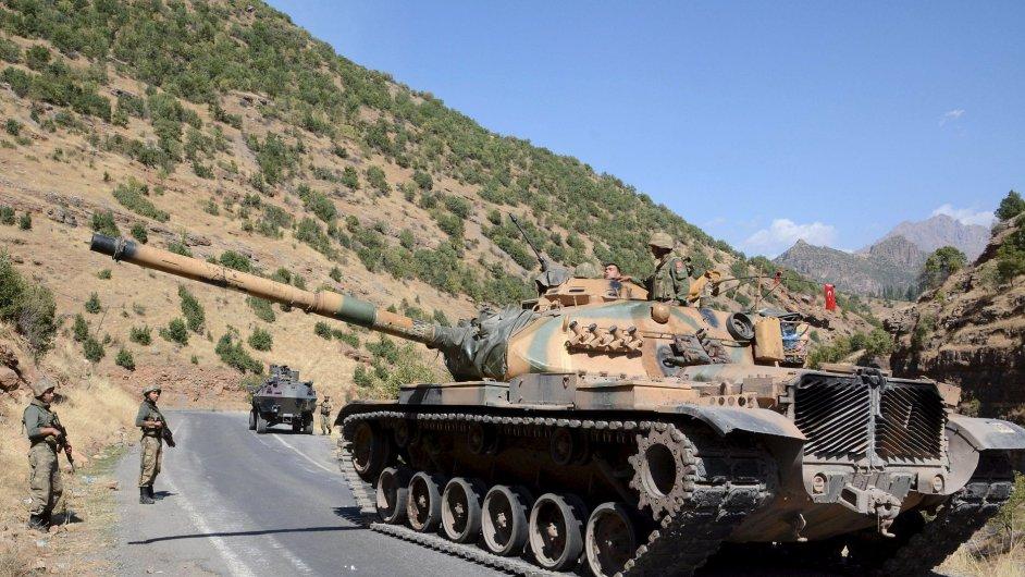 Turecká armáda dvakrát útočila na oddíly syrských Kurdů na severu země.