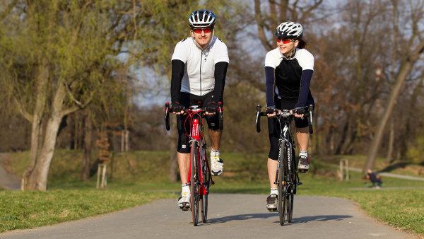 Cyklisté budou moci nově sednout na kolo i poté, co si dají pár skleniček piva nebo vína - Ilustrační foto.
