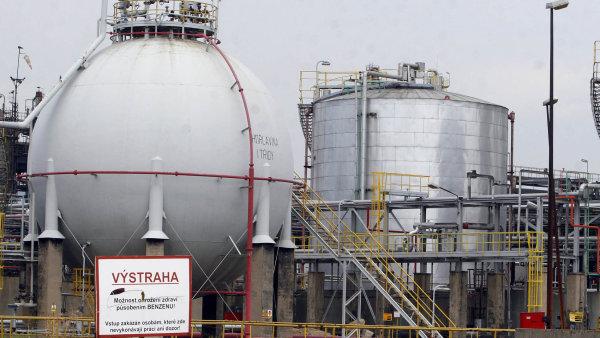 Petrochemick� holding Unipetrol se v lo�sk�m roce p�ehoupl do rekordn�ho zisku 7 miliard korun z p�edlo�sk� ztr�ty 556 milion� korun - Ilustra�n� foto.