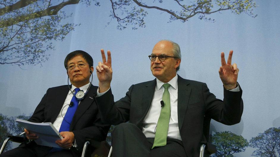 Dohodu vBasileji stvrdili Žen Ťien-sin, šéf ChemChiny, aprezident Syngenty Michel Demaré.
