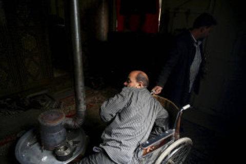 Šahrúr žije ve své rozvrácené zemi scílem, aby přežil každý nový den.