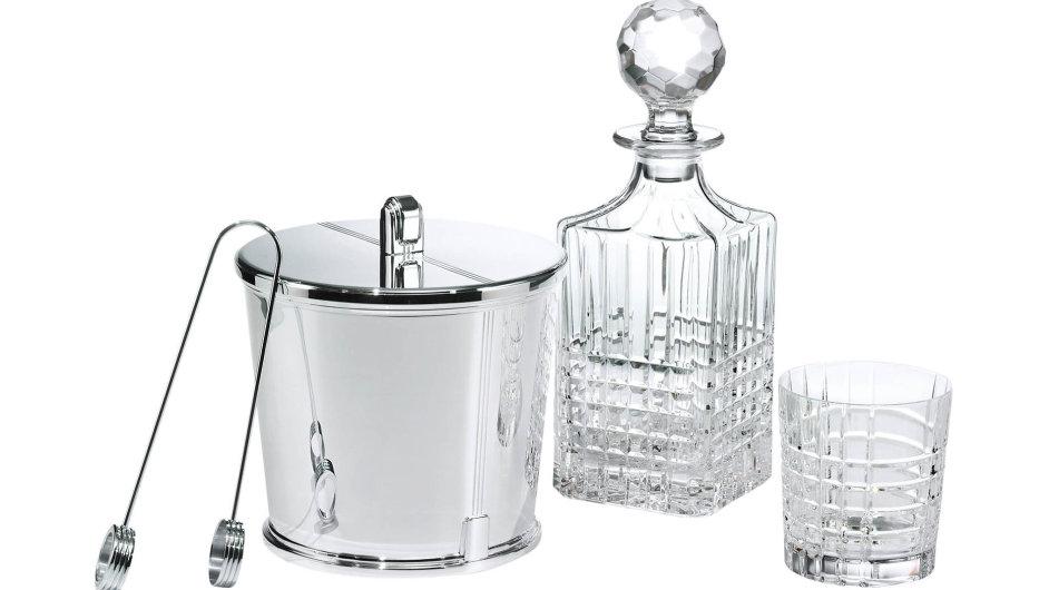 """""""Cocktail Hour"""" dostává díky kolekci z klenotnictví TIFFANY & Co. nový rozměr. Chladné stříbro v sobě odráží odlesky ručně broušeného křišťálu. Kleště na led nesou rukopis Palomy Picasso."""