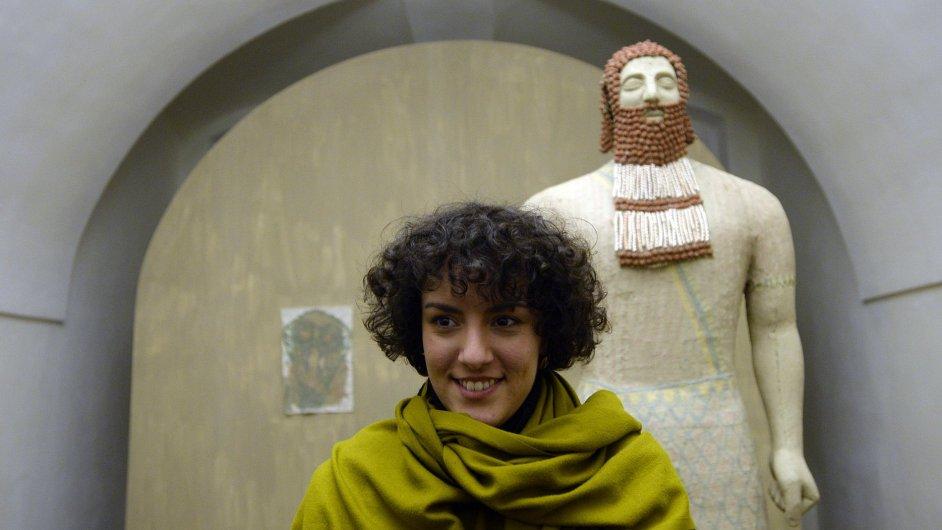Studentka Vysoké školy uměleckoprůmyslové v Praze Barbora Dayef představila ve zrekonstruovaných výstavních prostorách pražského Colloredo-Mansfeldského paláce svou výstavu s názvem Nová historka.
