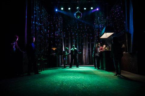 Snímek ze zkoušek hry Strach jíst duši v brněnské Redutě.