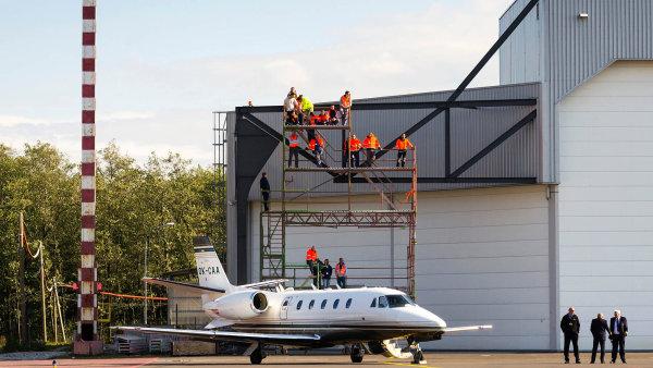 Pro výrobce business jetů je rozhodující vývoj poptávky vUSA, nakteré připadá přes 60 procent prodeje, zatímco naEvropu jen necelá pětina. Zhruba polovinu trhu kontroluje americká Cessna.