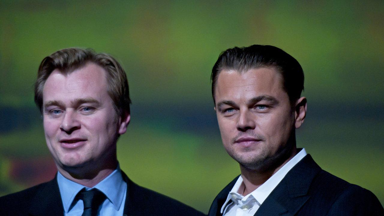 Na snímku z festivalu v americké Kalifornii jsou režisér Christopher Nolan (vlevo) a herec Leonardo DiCaprio.