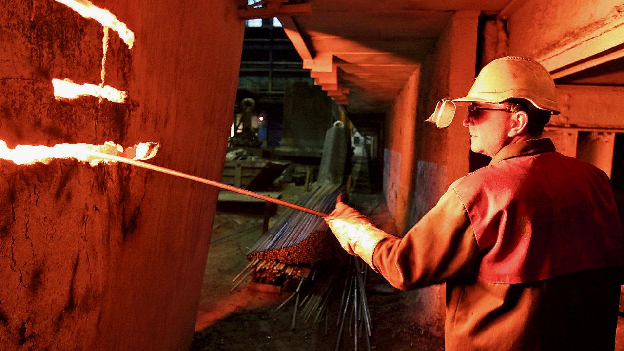 Pracovník v huti, ilustrační foto