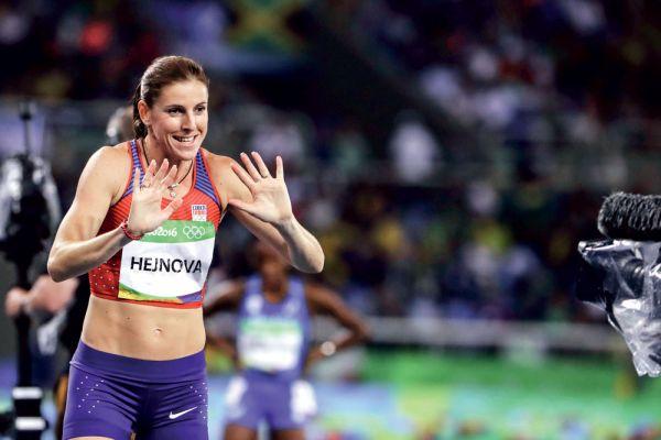 Atletka Zuzana Hejnová z Ria přivezla jen bramborovou medaili. Důvěru sponzorů však neztratila. A kamery se zjevně nebojí.