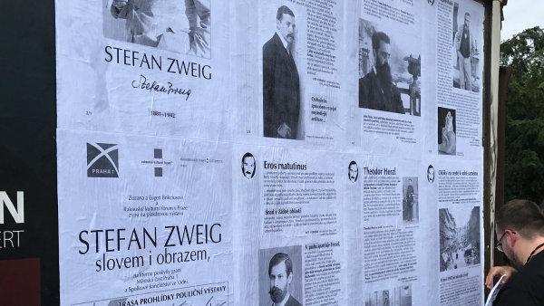 Výstavu připomínající odkaz Stefana Zweiga uspořádali Zuzana a Eugen Brikciusovi.