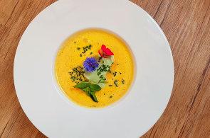 Podzimní pokrmy, které zahřejí: Zkuste mrkvovou polévku s citrusy, francouzské rillettes nebo klasickou koprovku
