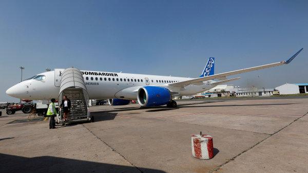 Letadlo CSeries společnosti Bombardier na letišti v Novém Dillí.