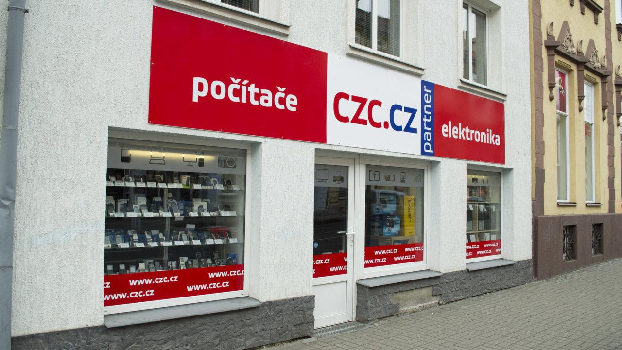 Do českého internetového prodejce CZC.cz majetkově vstoupili tuzemští miliardáři Daniel Křetínský a Patrik Tkáč.