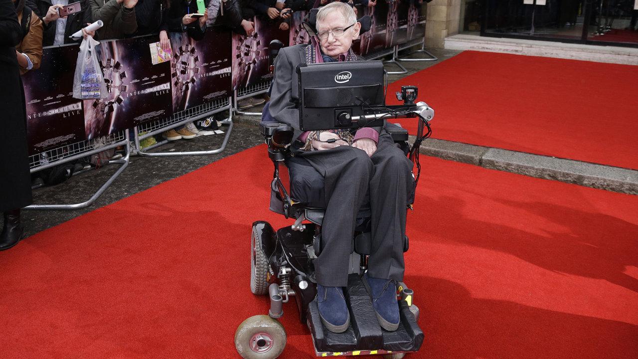 Professor Hawking se v roce 2015 zúčastnil slavnostního představení sci-fi filmu Interstellar režiséra Christophera Nolana v londýnské Albert Hall.