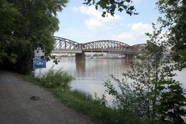 Železniční most na Výtoni bude nutné zbourat. Podívejte se, jak má vypadat jeho nástupce