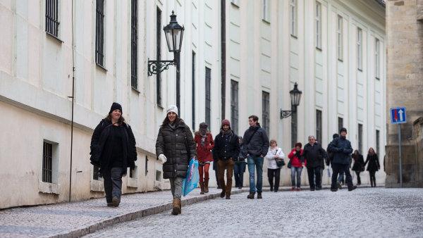 Za tři čtvrtletí se počet obyvatel Česka zvýšil bezmála o 28 tisíc. Více lidí se narodilo, než zemřelo
