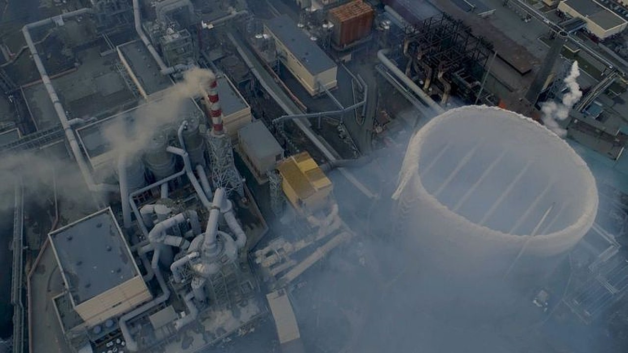 Život jako v plynové komoře. Město na Urale ohrožují jedovatá oblaka z místní továrny.
