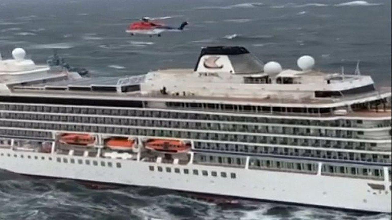 U pobřeží Norska evakuují 1300 pasažérů výletní lodi.