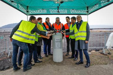 Slavnostní poklepání základního kamene na stavbu nové plechovkové linky v pivovaru Radegast