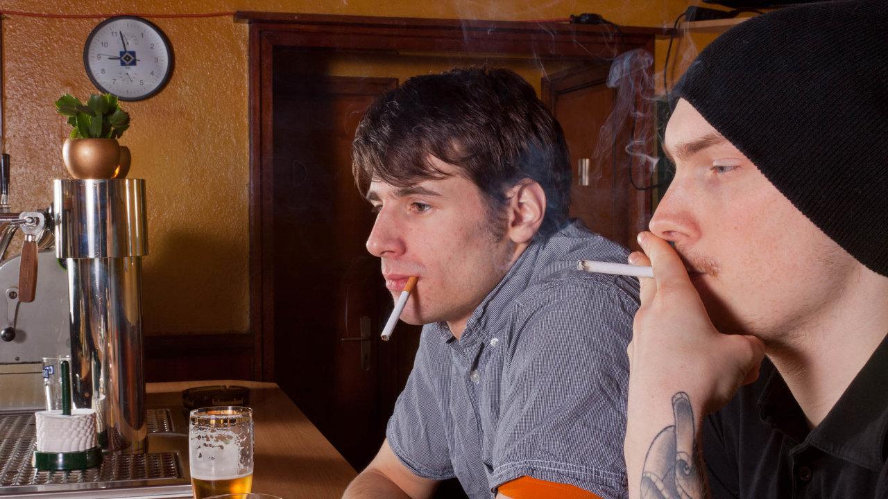 """Od1. listopadu bude platit vrakouských restauračních zařízeních zákaz kouření. Kceloevropskému trendu se tak přidává ijeden zposledních """"kuřáckých ostrovů"""" Evropské unie."""