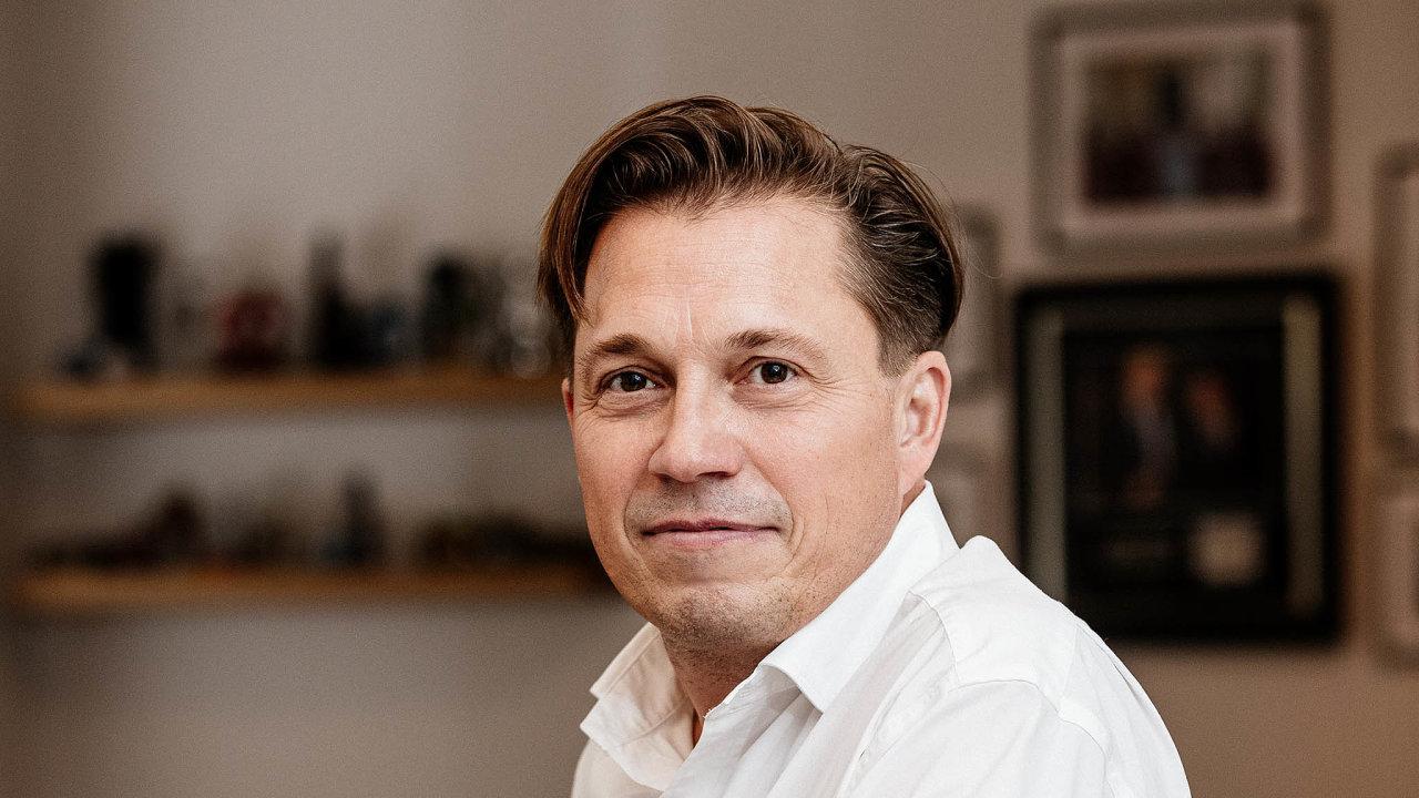 Koupil už čtvrtou cestovku. Podnikatel Tomáš Novák má chuť nadalší nákupy. Chce využít očekávanou konsolidaci trhu.